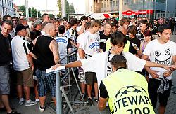 24.08.2011, UPC Arena, Graz, AUT, CL-Playoff, SK Sturm Graz vs. Bate Borisow, im Bild Fans werden beim Eingang ins Stadion von den Stewarts kontrolliert, EXPA Pictures © 2011, PhotoCredit: EXPA/ Erwin Scheriau