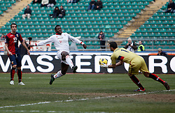 Bari (BA), 13-02-2011 ITALY - Italian Soccer Championship Day 25 - Bari VS Genoa..Pictured: Okaka (BA) Eduardo (GE).Photo by Giovanni Marino/OTNPhotos . Obligatory Credit