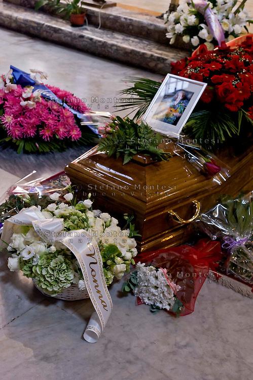 Roma, 29 Settembre  2015<br /> Funerale della partigiana Lucia Ottobrini, decorata con Medaglia d'argento al Valor militare, era ritenuta la gappista più odiata da Kappler,comandante della Gestapo a Roma. Insieme al marito Mario Fiorentini, e ad altri partigiani, avevano ideato l'attentato di Via Rasella.<br /> Rome, 29 September 2015<br /> Funeral of partisan Lucia Ottobrini, decorated with Silver Medal for Military Valour, was considered the most hated Gappista by Kappler, commander of the Gestapo in Rome. Together with her husband Mario Fiorentini, and other partisans, had designed military action in Via Rasella.