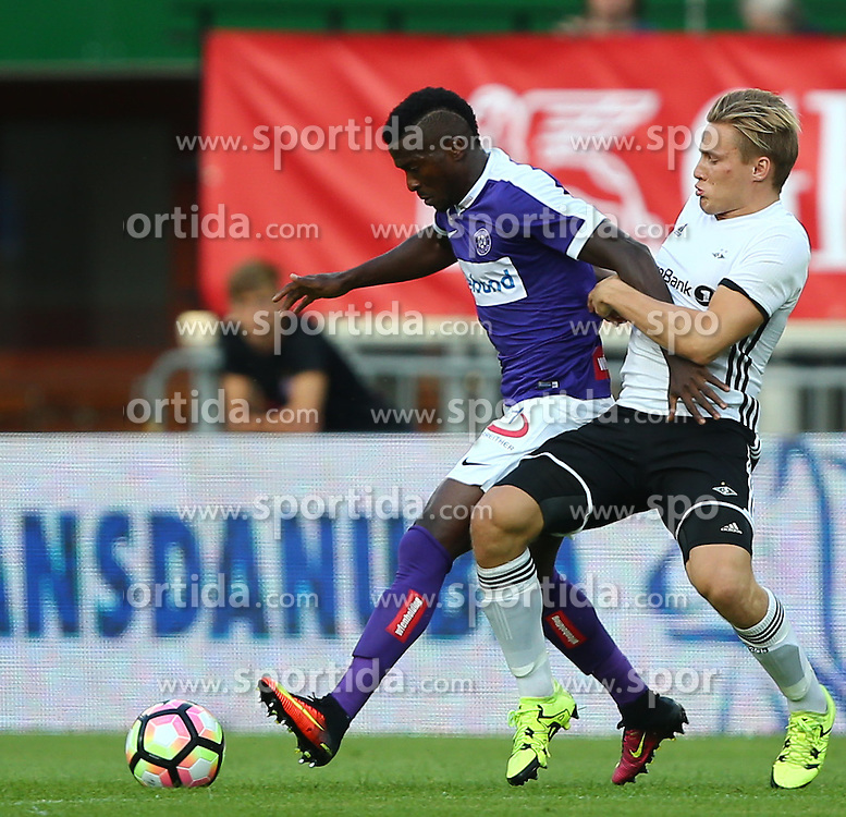 18.08.2016, Ernst Happel Stadion, Wien, AUT, UEFA EL, FK Austria Wien vs Rosenborg BK Trondheim, Qualifikation, Playoff Runde, Hinspiel, im Bild Olarenwaju Kayode (FK Austria Wien) und Jonas Svensson (Rosenborg BK Trondheim) // during a UEFA Europa League Qualifier, playoff round, first leg, between FK Austria Vienna and Rosenborg BK Trondheim at the Ernst Happel Stadion, Wien, Austria on 2016/08/18. EXPA Pictures © 2016, PhotoCredit: EXPA/ Thomas Haumer