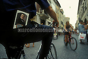 Pesaro, Rossini Opera Festival 1997. A cyclist with the festival program in his pocket / Pesaro, Rossini Opera Festival, 1997. Un ciclista con il programma del festival in tasca - © Marcello Mencarini