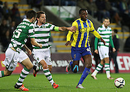 Sporting's midfielder Adrien(L )  vies with União da Madeira midfielder Gian Martins  (R ) during Portuguese first league football match União vs Sporting held at Madeira stadium in Funchal on December 20, 2015.  LUSA / GREGORIO CUNHA