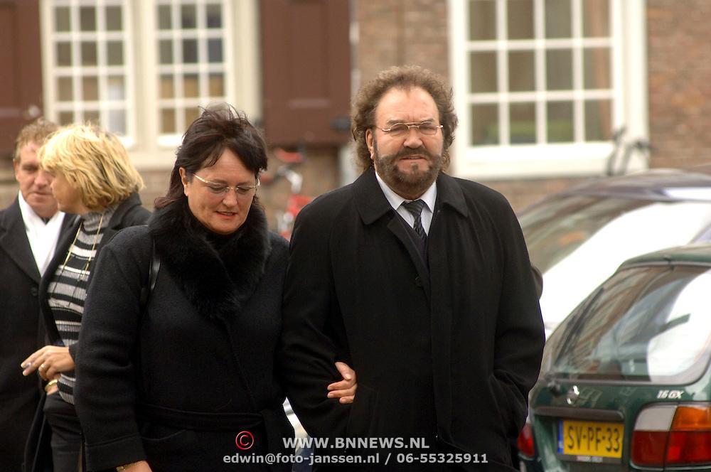 NLD/Utrecht/20060414 - Uitvaart Wout van Doleweerd, Arie Ribbens en partner Cea