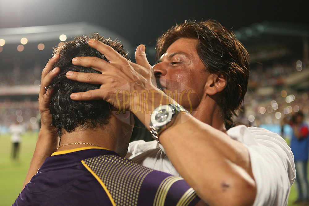 SRK celebrating with KKR players after winning the match during the first qualifier match (QF1) of the Pepsi Indian Premier League Season 2014 between the Kings XI Punjab and the Kolkata Knight Riders held at the Eden Gardens Cricket Stadium, Kolkata, India on the 28th May  2014<br /> <br /> Photo by Saikat Das / IPL / SPORTZPICS<br /> <br /> <br /> <br /> Image use subject to terms and conditions which can be found here:  http://sportzpics.photoshelter.com/gallery/Pepsi-IPL-Image-terms-and-conditions/G00004VW1IVJ.gB0/C0000TScjhBM6ikg
