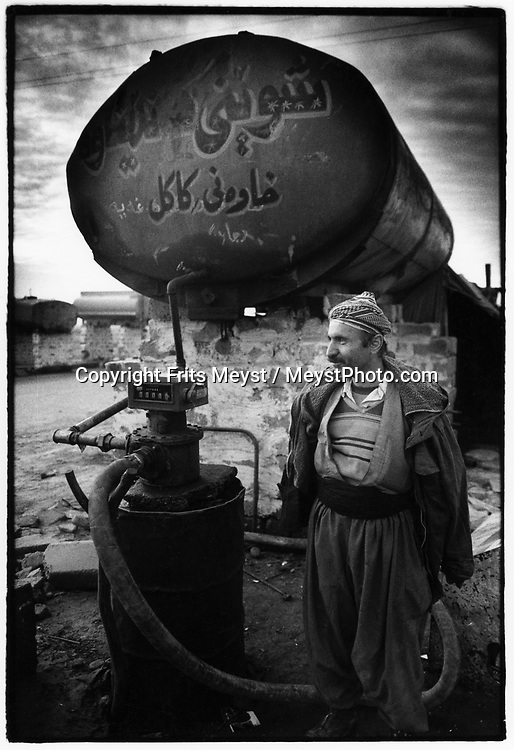QALAR, KURDISTAN, IRAQ, 09.09.96. Smugglers enter into Kurdistan with propane gas from Iraq. this is the only way to get goods in.  Due to the UN embargo against Iraq and an Iraqi blockade against Kurdistan, the economy is a disaster ©Photo by Frits Meyst/NewsImages