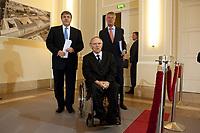 04 MAY 2010, BERLIN/GERMANY:<br /> Josef Ackermann (L), Vorstandsvorsitzender Deutsche Bank AG, Wolfgang Schaeuble (M), CDU, Bundesfinanzminister, und Wolfgang Kirsch (R), Vorstandsvorsitzender DZ Bank AG, vor einer Pressekonferenz nach einem Gespraech von Vertretern deutscher Bankinstitute mit Schaeuble zu Stuetzung Griechenlands in der Finanzkrise<br /> IMAGE: 20100504-01-019<br /> KEYWORDS: Wolfgang Schäuble, Staatsbankrott