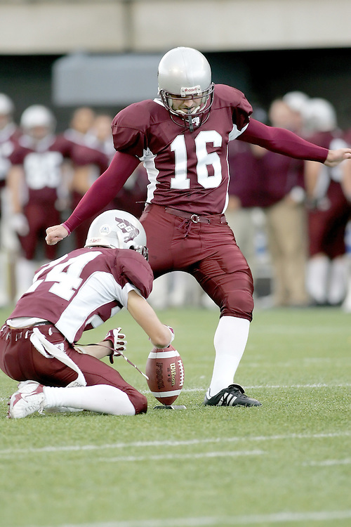 (20 October 2007 -- Ottawa) The University of Ottawa Gee Gees football team defeated the University of Windsor Lancers 43-2 to complete a perfect undefeated season. The player pictured is Ara Tchobanian