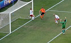 14-06-2010 VOETBAL: FIFA WORLDCUP 2010 NEDERLAND - DENEMARKEN: JOHANNESBURG<br /> Dirk Kuyt scoort de 2-0 <br /> ©2010-FRH- NPH/  Mark Atkins (Netherlands only)