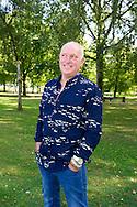 ROTTERDAM - Rene van der Gijp tijdens de presentatie van het boek De Wereld Volgens GIJP van Michiel van Egmond. Rene van der Gijp met zijn zonen Nicky en Sanny  Johan Derksen  Wilfred Genee Michel van Egmond, COPYRIGHT ROBIN UTRECHT