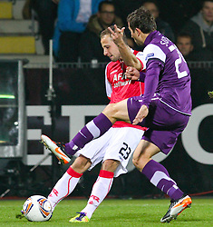 03.11.2011, Generali Arena, Wien, AUT, UEFA EL, FK Austria Wien vs AZ Alkmaar, im Bild Zweikampf zwischen Roy Beerens, (AZ Alkmaar, #23) und Markus Suttner, (FK Austria Wien, #29)  // during football match between FK Austria Wien (AUT) and AZ Alkmaar (NED) Group Stage (Group G), on November 3rd, 2011 at Generali Arena, Austria. EXPA Pictures © 2011, PhotoCredit: EXPA/ T. Haumer