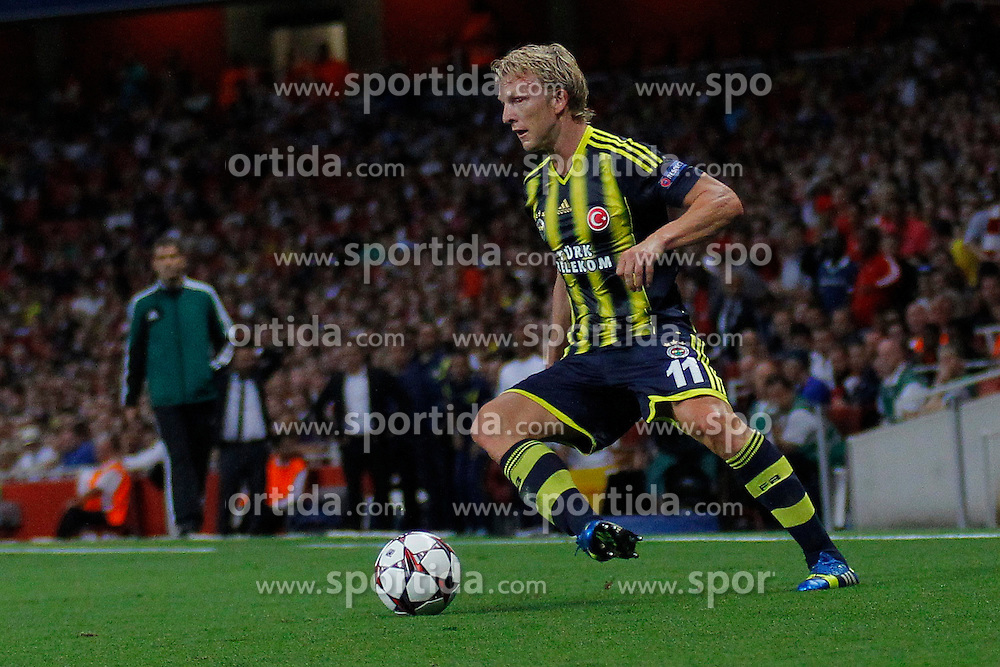 27.08.2013, Emirates Stadion, London, ENG, UEFA CL Qualifikation, FC Arsenal vs Fenerbahce Istanbul, Rueckspiel, im Bild Fernerbache's Dirk Kuyt during the UEFA Champions League Qualifier second leg match between FC Arsenal and Fenerbahce Istanbul at the Emirates Stadium, United Kingdom on 2013/08/27. EXPA Pictures &copy; 2013, PhotoCredit: EXPA/ Mitchell Gunn<br /> <br /> ***** ATTENTION - OUT OF GBR *****