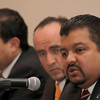 """TOLUCA, México.- Los presidentes de las Cámaras Empresariales: CANACO, COPARMEX, CANACINTRA  y CMIC se unieron para llevar a cabo un encuentro empresarial llamado """"Noche Empresarial"""" teniendo como objetivo de impulsar la unión de los empresarios mexiquenses. Agencia MVT / Crisanta Espinosa. (DIGITAL)"""