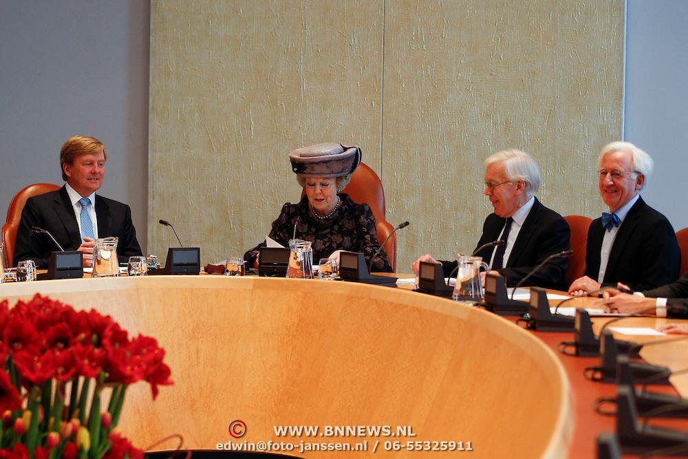 NLD/Den Haag/20120125 - Willem - Alexander, prinses maxima en Koninging Beatrix bij afscheid van 1e kamer voorzitter Herman Tjeenk Willink,