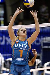 14-12-2006 VOLLEYBAL: DELA MARTINUS - VINO MONTESCHIAVO JESI: AMSTELVEEN<br /> Martinus verloor in vier sets, maar is nog steeds kansrijk om de eerste ronde van deze Europese topcompetitie te overleven (22-25, 17-25, 25-22, 22-25) / Kim Staelens<br /> ©2006: FOTOGRAFIE RONALD HOOGENDOORN