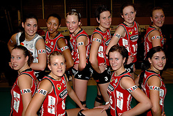 01-02-2007 VOLLEYBAL: PLANTINA LONGA - USSP ALBI: LICHTENVOORDE<br /> De ploeg uit Lichtenvoorde, die vorig jaar het brons veroverde in deze Europese competitie, won gisteravond in de eigen hal met 3-0 van het Franse USSP Albi (25-18, 25-15, 25-19) / Suzanne Freriks, Nathalie Reulink, Titia Sustring, Myrthe Schoot, Marielle Kloek, Judith Pietersen, Lonneke Slootjes, Kitty Sanders, Maret Grothues en Nathalie Dambendzet - AFAB<br /> ©2007-WWW.FOTOHOOGENDOORN.NL
