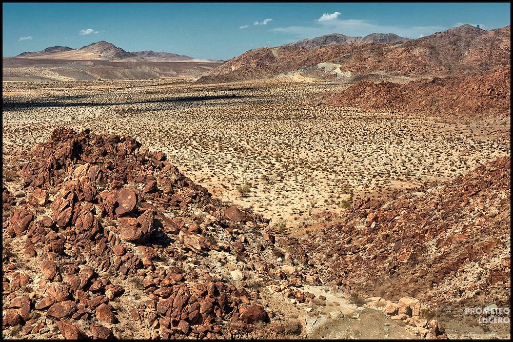 Desierto de La Rumorosa, un duro paso de roca donde algunos migrantes son abandonados por el coyote o asaltados. (FOTO: Prometeo Lucero)