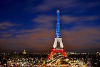 France, Paris, Tour Eiffel au couleurs de la France en hommage aux victimes des attentats du 13 novembre // France, Paris, Eiffel tower in French colors in tribute to the victimes of November 13 attack