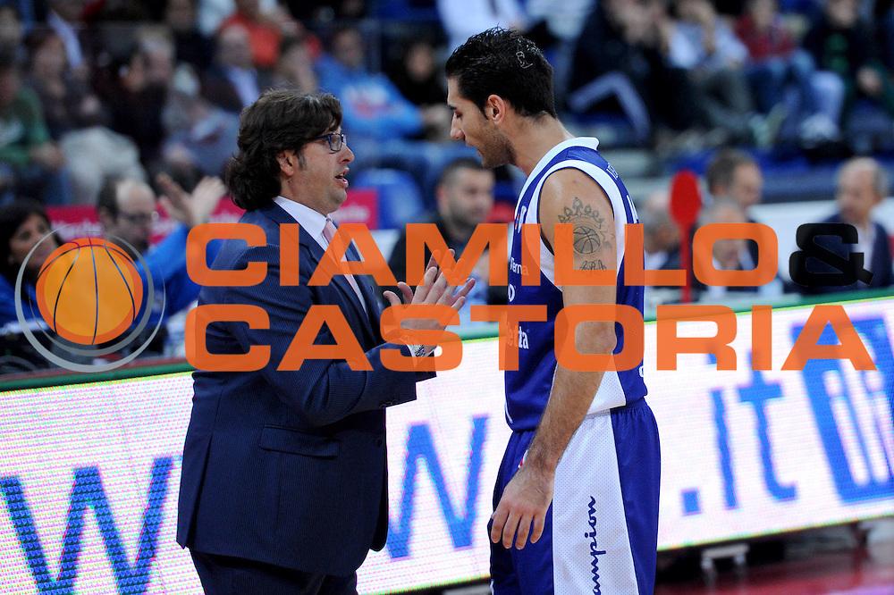 DESCRIZIONE : Pesaro Lega A 2012-13 Scavolini Banca Marche Pesaro Chebolletta Cantu<br /> GIOCATORE : Andrea Trinchieri Pietro Aradori<br /> CATEGORIA : coach schema<br /> SQUADRA : Chebolletta Cantu<br /> EVENTO : Campionato Lega A 2012-2013 <br /> GARA : Scavolini Banca Marche Pesaro Chebolletta Cantu<br /> DATA : 18/11/2012<br /> SPORT : Pallacanestro <br /> AUTORE : Agenzia Ciamillo-Castoria/C.De Massis<br /> Galleria : Lega Basket A 2012-2013  <br /> Fotonotizia : Pesaro Lega A 2012-13 Scavolini Banca Marche Pesaro Chebolletta Cantu<br /> Predefinita :