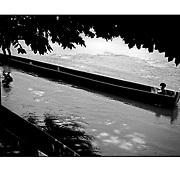 """Autor de la Obra: Aaron Sosa<br /> Título: """"Serie: Venezuela Cotidiana""""<br /> Lugar: Morrones, Estado Portuguesa - Venezuela<br /> Año de Creación: 2002<br /> Técnica: Captura digital en RAW impresa en papel 100% algodón Ilford Galeríe Prestige Silk 310gsm<br /> Medidas de la fotografía: 33,3 x 22,3 cms<br /> Medidas del soporte: 45 x 35 cms<br /> Observaciones: Cada obra esta debidamente firmada e identificada con """"grafito – material libre de acidez"""" en la parte posterior. Tanto en la fotografía como en el soporte. La fotografía se fijó al cartón con esquineros libres de ácido para así evitar usar algún pegamento contaminante.<br /> <br /> Precio: Consultar<br /> Envios a nivel nacional  e internacional."""