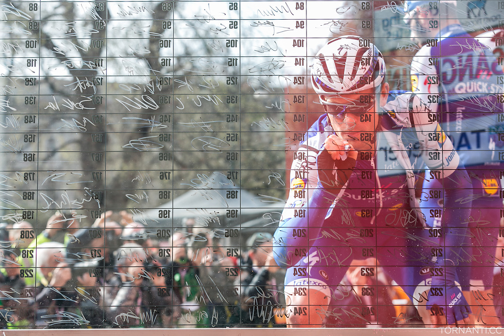 108th Milano - Sanremo (18th March 2017, 291 km, WT) / Before the start in Milano / BAUER Jack (NZL) signing
