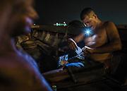 Brazil, Amazonas, rio Negro, Manaus. Journee de travail terminee, un docker roule un joint de cocaine.