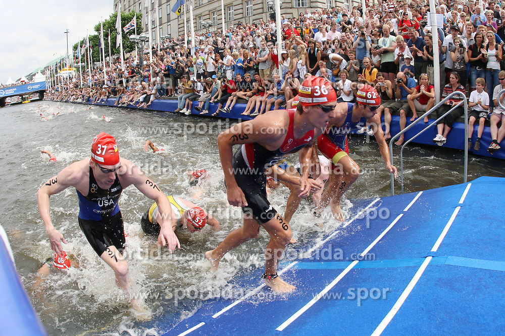 TRIATHLON: Hamburg, 17.07.2010<br />