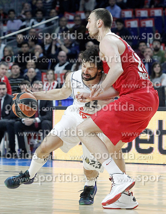 28.01.2016, Palacio de los Deportes, Madrid, ESP, FIBA, EL, Real Madrid vs Olympiacos PiraeusPlayoff, 5. Spiel, im Bild Real Madrid's Sergio LLull (l) and Olympimpiacos Piraeus' Nikola Milutinov // during the 5th Playoff match of the Turkish Airlines Basketball Euroleague between Real Madrid and Olympiacos Piraeus at the Palacio de los Deportes in Madrid, Spain on 2016/01/28. EXPA Pictures © 2016, PhotoCredit: EXPA/ Alterphotos/ Acero<br /> <br /> *****ATTENTION - OUT of ESP, SUI*****