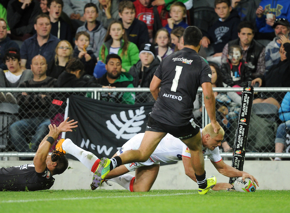 England's Ryan Hall scores in the corner in front of New Zealand's Peta Hiku in the Rugby League Four Nations series, Forsyth Barr Stadium, Dunedin, New Zealand, Saturday, November 08, 2014. Credit:SNPA / Ross Setford