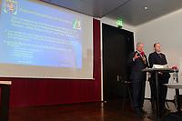 30 SEP 2003, BERLIN/GERMANY:<br /> Roland Koch (L), CDU, Ministerpraesident Hessen, und Peer Steinbrueck (R), Ministerpraesident Nordrhein-Westfalen, stellen ihr Programm zum Subventionsabbau vor, Bundesrat<br /> IMAGE: 20030930-01-002<br /> KEYWORDS: Peer Steinbrück, Ministerpräsident<br /> Pressekonferenz