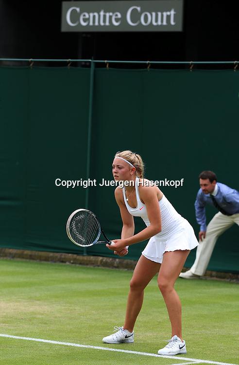 Wimbledon Championships 2013, AELTC,London,<br /> ITF Grand Slam Tennis Tournament,Carina Witthoeft(GER), unter dem Centre Court Schild,Einzelbild,Ganzkoerper,Hochformat,