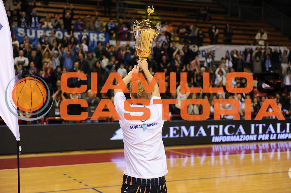 DESCRIZIONE : Perugia Lega A1 Femminile 2010-11 Coppa Italia Finale Famila Schio Liomatic Umbertide<br /> GIOCATORE : Francesca Zara<br /> SQUADRA : Famila Schio Liomatic Umbertide<br /> EVENTO : Campionato Lega A1 Femminile 2010-2011 <br /> GARA : Famila Schio Liomatic Umbertide<br /> DATA : 13/03/2011 <br /> CATEGORIA : premiazione<br /> SPORT : Pallacanestro <br /> AUTORE : Agenzia Ciamillo-Castoria/M.Marchi<br /> Galleria : Lega Basket Femminile 2010-2011 <br /> Fotonotizia : Perugia Lega A1 Femminile 2010-11 Coppa Italia Finale Famila Schio Liomatic Umbertide<br /> Predefinita :