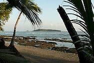 Punta Burica es un pequeño relieve costero que sobresale al sur de la Península de Burica hacia el Océano Pacífico. Dicha punta se encuentra al extremo sur este de Costa Rica, en la provincia de Puntarenas (un poco más al este de la punta se encuentra la frontera con Panama). Un poco más al sur se localiza la pequeña Isla Burica.<br /> <br /> <br /> ©Alejandro Balaguer/Fundación Albatros Media.