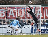 FODBOLD: Mikkel Bruhn (FC Helsingør) redder under kampen i Bet25 Ligaen mellem FC Roskilde og FC Helsingør den 24. marts 2016 i Roskilde Idrætspark. Foto: Claus Birch