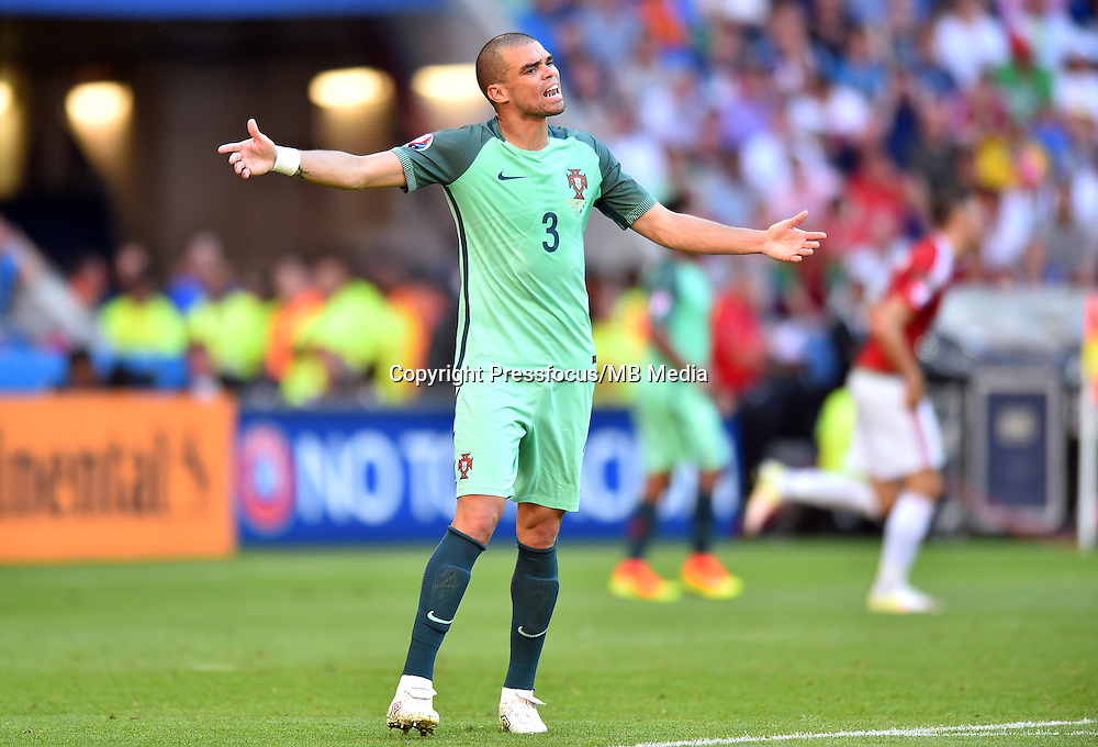 2016.06.22 Lyon<br /> Pilka nozna Euro 2016<br /> mecz grupy C Wegry - Portugalia<br /> N/z Pepe<br /> Foto Lukasz Laskowski / PressFocus<br /> <br /> 2016.06.22<br /> Football UEFA Euro 2016 group F game between Hungary and Portugal<br /> Pepe<br /> Credit: Lukasz Laskowski / PressFocus