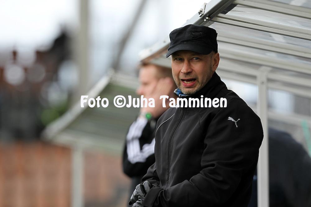 12.5.2012, Sonera Stadion, Helsinki..Veikkausliiga 2012..HJK Helsinki - Kuopion Palloseura..Valmentaja Esa Pekonen - KuPS