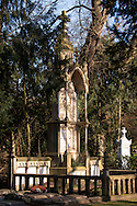 Europa, Deutschland, Koeln, altes Grab auf dem Melatenfriedhof.<br />