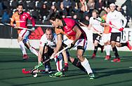 AMSTELVEEN - Thomas Briels (Oranje-Rood) met links Teun Rohof (A'dam)  tijdens   de hoofdklasse hockeywedstrijd AMSTERDAM-ORANJE ROOD (4-5). COPYRIGHT KOEN SUYK