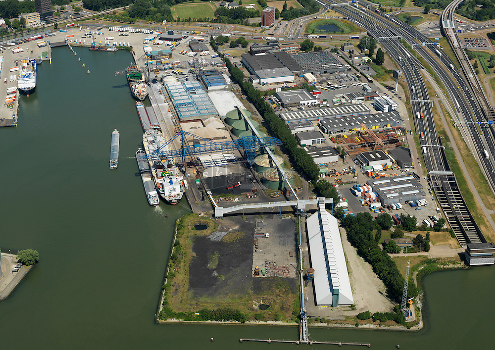 Vulcaanhaven  met Rotterdam bulk terminal in Schiedam