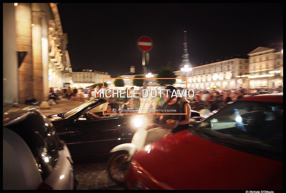 Torino piazza Vittorio con i suoi molti locali aperti fino a notte fonda è diventata il centro della Movida torinese