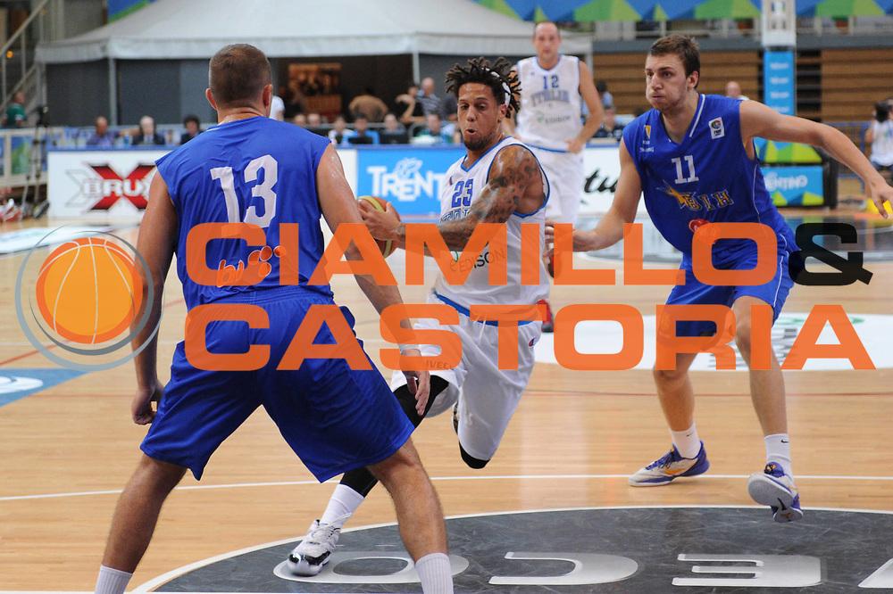 DESCRIZIONE : Trento Primo Trentino Basket Cup Italia Bosnia Erzegovi<br /> GIOCATORE : Daniel Hackett<br /> CATEGORIA : palleggio penetrazione<br /> SQUADRA : Nazionale Italia Maschile<br /> EVENTO :  Trento Primo Trentino Basket Cup<br /> GARA : Italia Bosnia Erzegovi<br /> DATA : 26/07/2012<br /> SPORT : Pallacanestro<br /> AUTORE : Agenzia Ciamillo-Castoria/C.De Massis<br /> Galleria : FIP Nazionali 2012<br /> Fotonotizia : Trento Primo Trentino Basket Cup Italia Bosnia Erzegovi<br /> Predefinita :