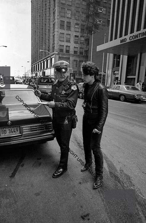 U2  - Photo of Bono - USA tour photosessions in Chicago - December 1981 of Bono and Chicago Policeman - USA tour photosessions in Chicago - December 1981