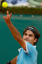 MONTE-CARLO, MONACO - Wednesday, April 23, 2008: Roger Federer (SUI) in during the second round of the Masters Series Monte-Carlo at the Monte-Carlo Country Club. (Photo by David Rawcliffe/Propaganda)