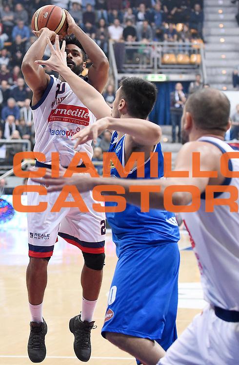 DESCRIZIONE : Bologna LNP A2 2015-16 Eternedile Bologna De Longhi Treviso<br /> GIOCATORE : Davide Raucci<br /> CATEGORIA : Tiro <br /> SQUADRA : Eternedile Bologna<br /> EVENTO : Campionato LNP A2 2015-2016<br /> GARA : Eternedile Bologna De Longhi Treviso<br /> DATA : 15/11/2015<br /> SPORT : Pallacanestro <br /> AUTORE : Agenzia Ciamillo-Castoria/A.Giberti<br /> Galleria : LNP A2 2015-2016<br /> Fotonotizia : Bologna LNP A2 2015-16 Eternedile Bologna De Longhi Treviso