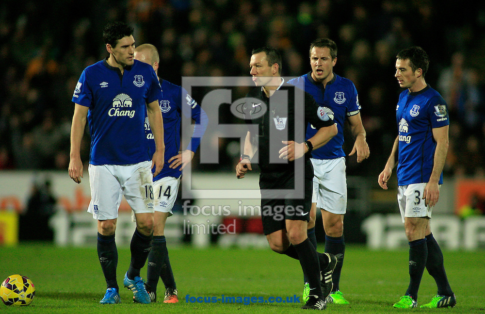 Everton players surround ref Kevin Friend during the Barclays Premier League match at KC Stadium, Hull<br /> Picture by Richard Gould/Focus Images Ltd +44 7855 403186<br /> 01/01/2015