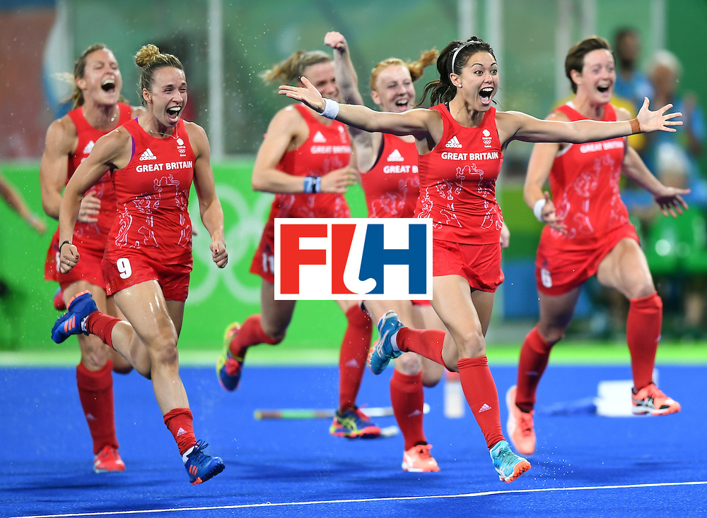 Britain's Sam Quek (2nd R) leads teammates as they run celebrating their victory at the end of the women's Gold medal hockey Netherlands vs Britain match of the Rio 2016 Olympics Games at the Olympic Hockey Centre in Rio de Janeiro on August 19, 2016. / AFP / MANAN VATSYAYANA        (Photo credit should read MANAN VATSYAYANA/AFP/Getty Images)