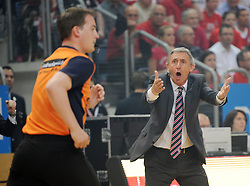 06.06.2013, Stechert Arena, Bamberg, GER, 1. BBL, 5. Playoff Halbfinale, Brose Baskets Bamberg vs FC Bayern Muenchen, im Bild Svetislav Pesic (Trainer Headcoach FC Bayern Muenchen) beschwert sich bei Schiedsrichter Clemens Fritz // during the 5th playoff semifinal match of germans 1st basketbal Bundesliga between Brose Baskets Bamberg and FC Bayern Munich ath the Stechert Arena, Bamberg, Germany on 2013/06/06. EXPA Pictures &copy; 2013, PhotoCredit: EXPA/ Eibner/ Hans Martin Issler<br /> <br /> ***** ATTENTION - OUT OF GER *****
