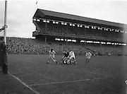 Neg no: A444/9455-9462..28071957AISHCSF..28.07.1957...Ireland Senior Hurling Championship - Semi-Final..Waterford.04-12..Galway.00-11....