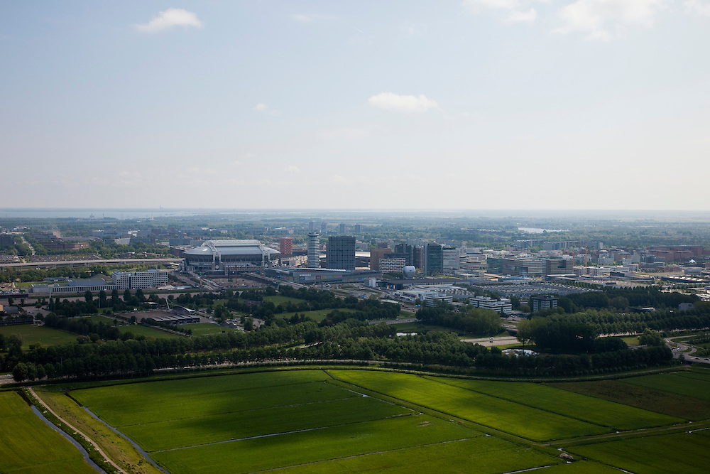 Nederland, Amsterdam, Zuidoost, 25-05-2010. Groot Duivendrechtse Polder, onder de rook van Amsterdam, ten oosten van Amstelveen. Bijlmer met Amsterdam Arena met Arenagebied en Bullewijk. .Polder, last empty space immediately south of Amsterdam. Amsterdam Arena stadium and Bijlmermeer at the horizon. .luchtfoto (toeslag), aerial photo (additional fee required).foto/photo Siebe Swart