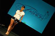 Orlando Florida July/16/05..Una modelo realiza su presentacion durante el Orlando Fashion 2005 realizado  en la ciudad de Orlando en Florida, hoy, sabado 16 de julio de 2005...Por segundo ano consecutivo se realiza el Orlando Fashion con la participacion de disenadores de Puerto Rico, Espana y Guatemala. (Photo by IPAPHOTO.COM)