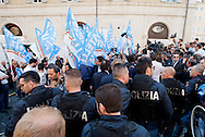 2013/04/19 Roma, manifestazioni in piazza Montecitorio durante il secondo giorno delle lezioni del Presidente della Repubblica. Nella foto la polizia presidia la piazza per evitare il contatto fra militanti di destra e di sinistra.<br /> Rome, demo at Parliament Square, during second election day for the president of the republic. In the picture the police patrolling the streets to prevent contact between militants of the left-wing and right-wing - &copy; PIERPAOLO SCAVUZZO